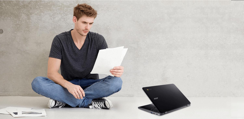 Jovem estudando com o Acer Chromebook C733-C607